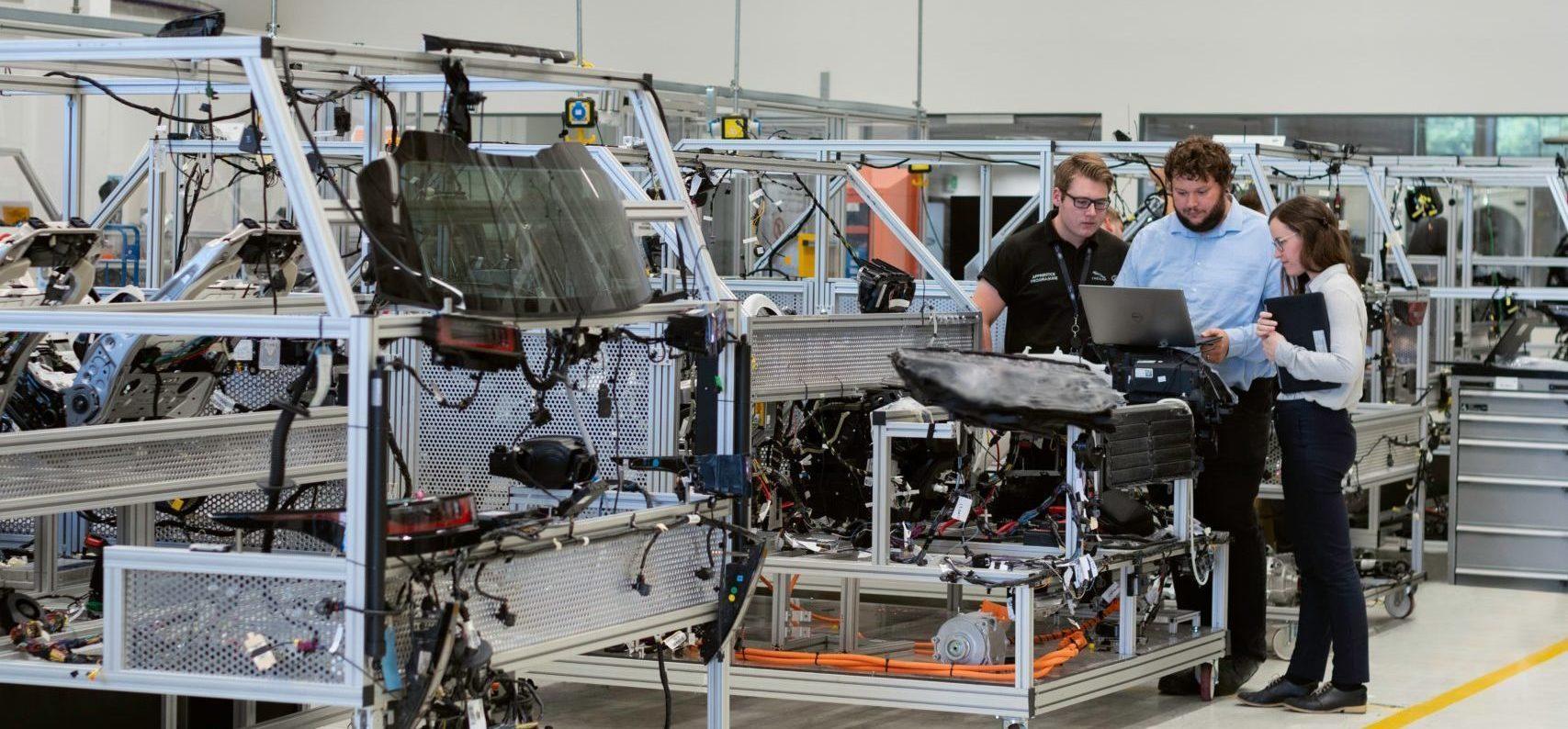 Teamarbeit für die Weiterentwicklung und Digitalisierung von Dienstleistungen und Produktionen